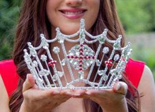 U Lisinskom održan lažni izbor za Kraljicu Hrvatske