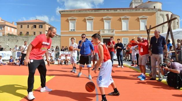 Zadarski mališani oduševljeni košarkaškim zvijezdama