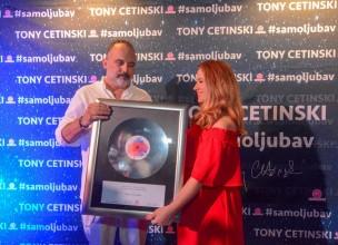 Posebno priznanje Tonyju Cetinskom za 30 godina karijere!