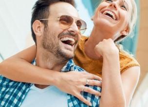Parovi koji se šale na račun jedni drugih sretniji su!