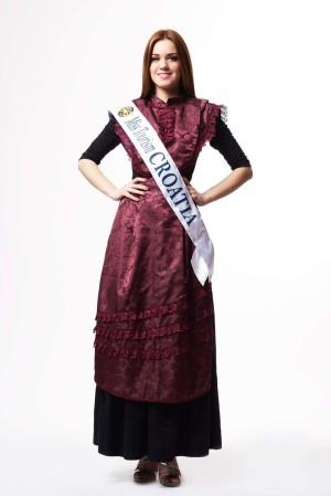 Miss Turizma Hrvatska u splitskoj narodnoj nošnji autorice Diane Hunić