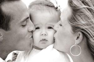 poljubac-obitelj-dijete